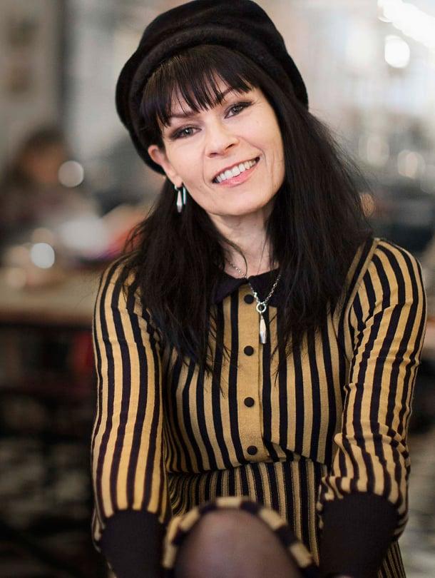Aija Puurtinen on Honey B and the T-bones -yhtyeen laulaja, musiikin tohtori ja Sibelius-Akatemian pop-jazz-laulun lehtori.