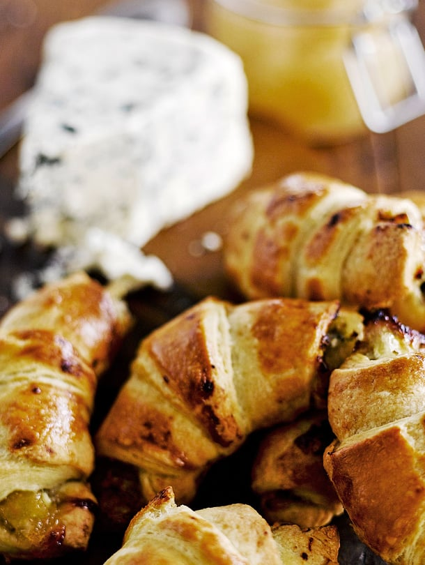 Tee voitaikina itse ja saat juustosarvista vieläkin herkullisempia.