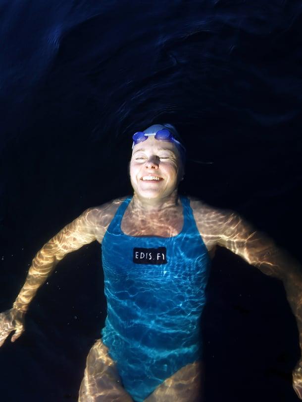 Yrittäjä ja diplomi-insinööri Pia Kotiranta, 48, asuu Espoossa. Hän ui sekä Espoon Kaitalammella että Porvoon saaristossa.