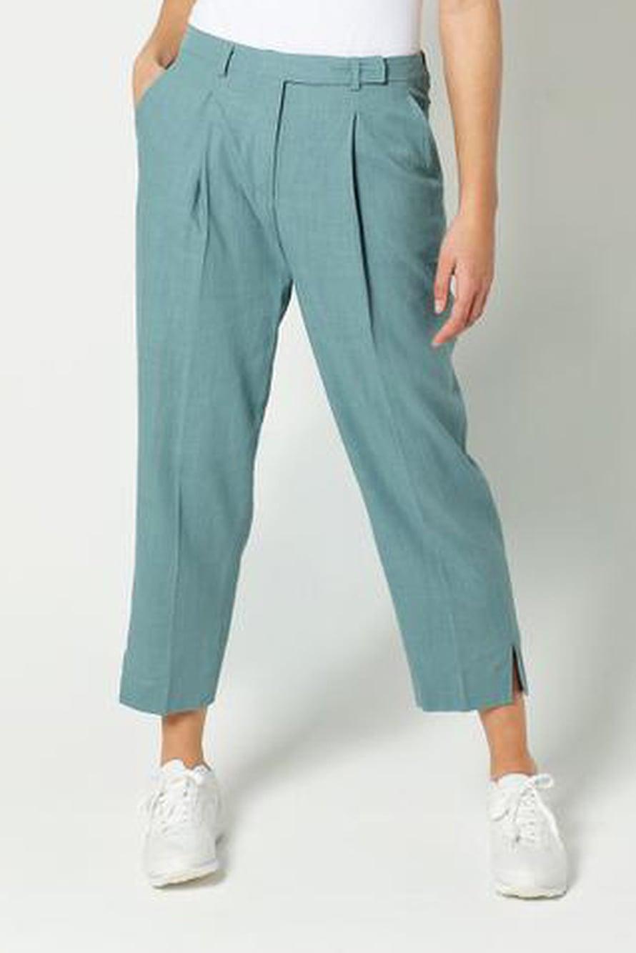 6 Turkoosit housut