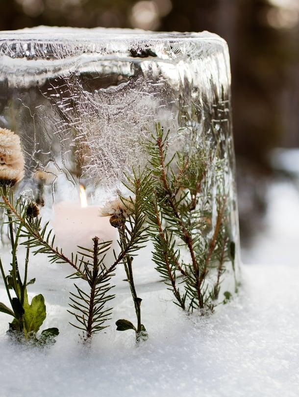Kukista, varvuista ja oksista syntyy talven kaunein kynttilälyhty.