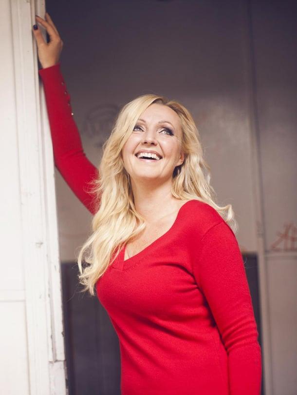 Mari Perankoski nähdään Aikuisen naisen joulukalenterissa Yle TV1:ssä jouluaattoon asti.