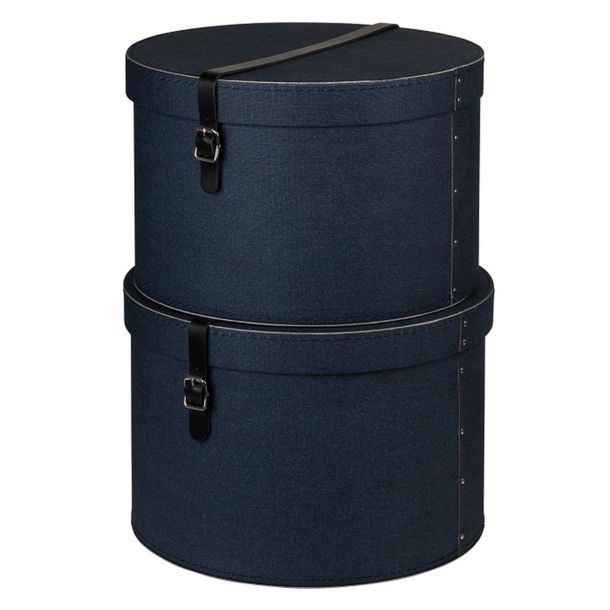 HULLUNA HATTURASIOIHIN. Kaunis nahkasolki koristaa sinistä pahvirasiaa. Pieni 32,90 e, Granit.