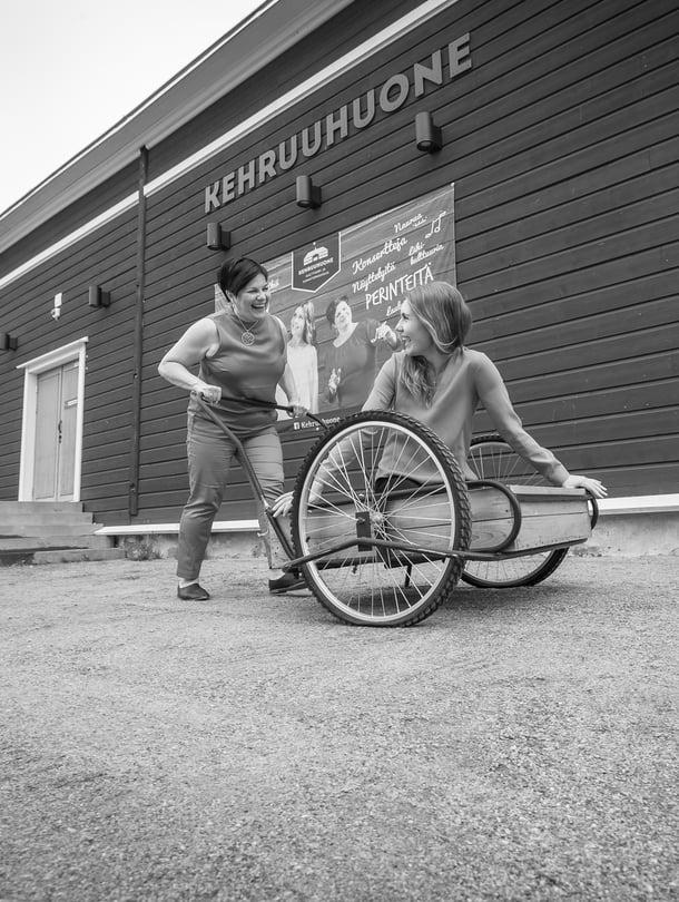 Vahva karjalainen nainenSari Kaasinenantoi tyttärensä Kiisan kasvaa rohkeaksi oman tiensä kulkijaksi.