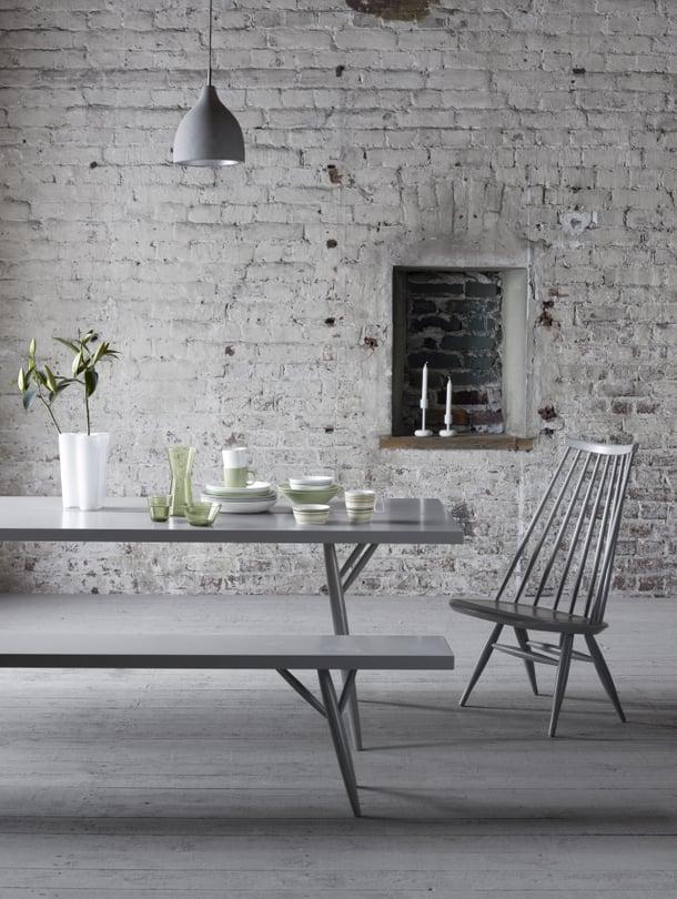 """Iittalan Aalto-maljakko on lukijoiden suosituin designesine. Myös Iittalan astioita on monilla. Ilmari Tapiovaaran Mademoiselle-tuolia ei kovin monella ole, mutta siitä kyllä haaveillaan. Kuva: <span class=""""photographer"""">Iittala</span>"""
