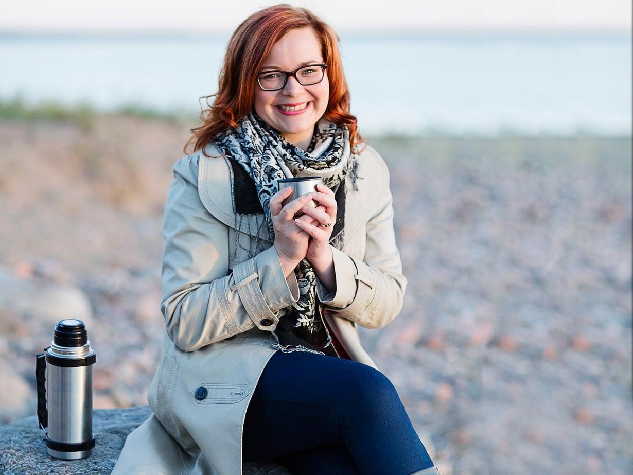 """""""Vanhemmilta olen saanut jo arvokkaan perinnön: uskon siihen, että vaikeuksista selvitään yhdessä"""", Anna Kotamäki sanoo."""