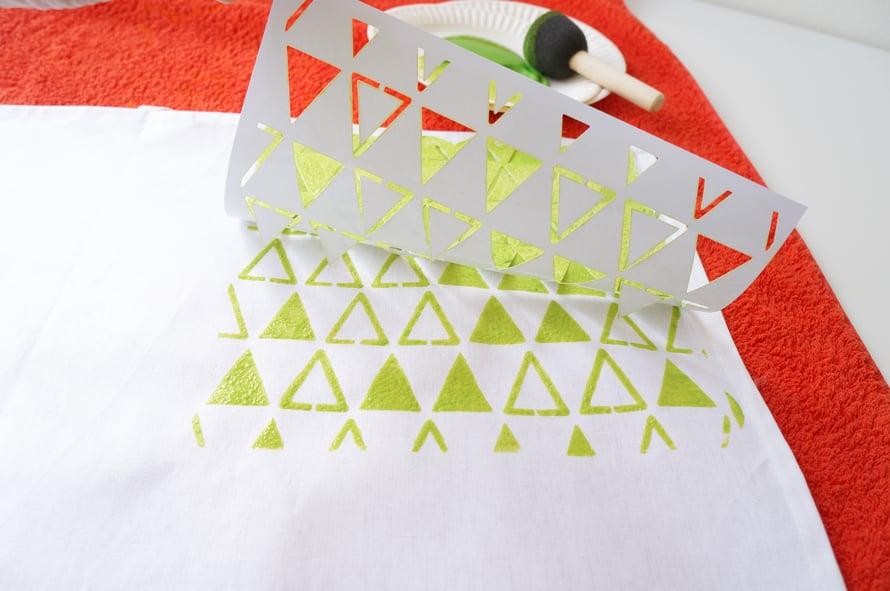 Muovista tarrasabluunaa on helppo käyttää, sillä se ei liiku väriä tuputeltaessa.