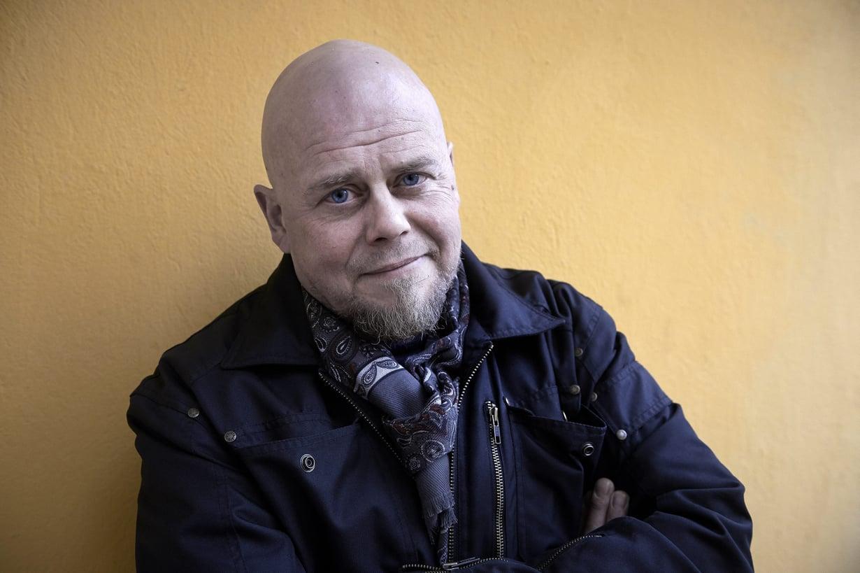 Kalle Lähde on raitistunut alkoholisti, joka on kirjoittanut kirjan Happotesti.
