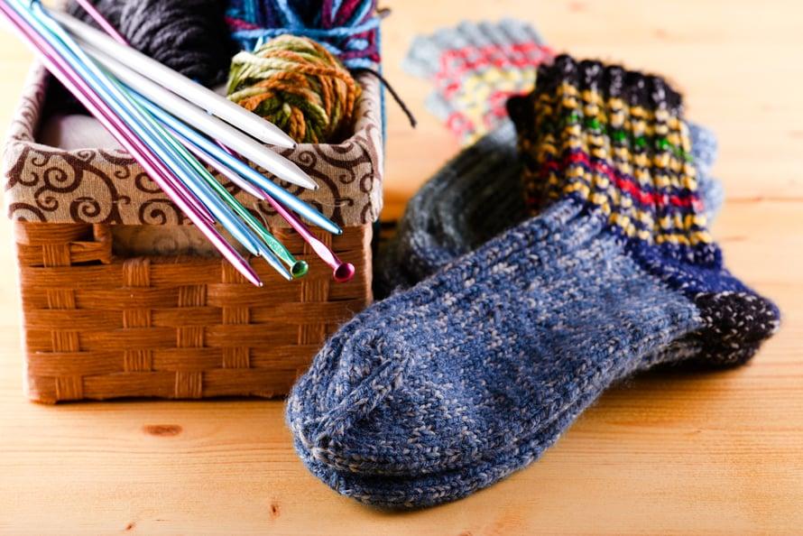 Loppukiri! Kärkikavennusten jälkeen ensimmäinen sukka on päättelyä vaille valmis.