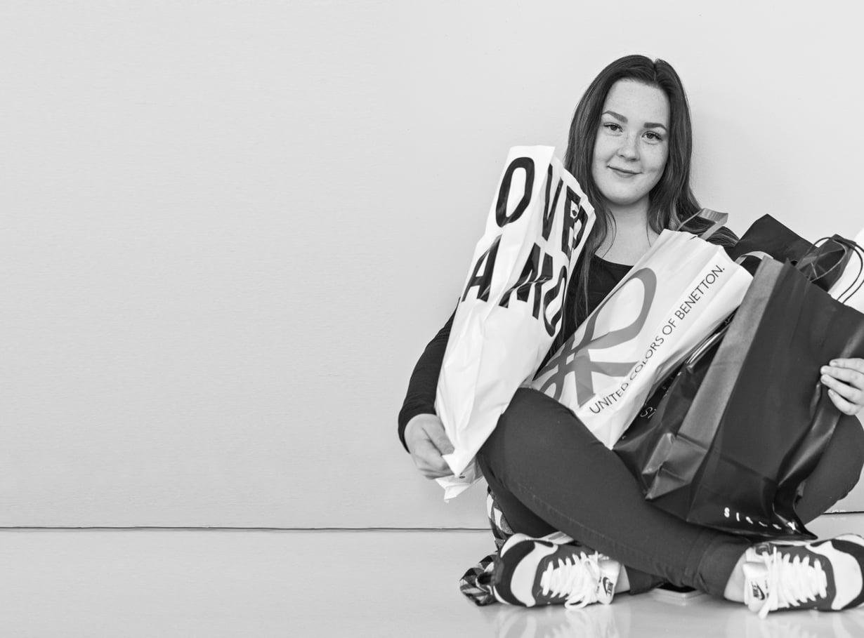 Julia Hurnanen,19, asuu Vantaalla, harrastaa taitoluistelua ja haaveilee ensihoitajan ammatista.