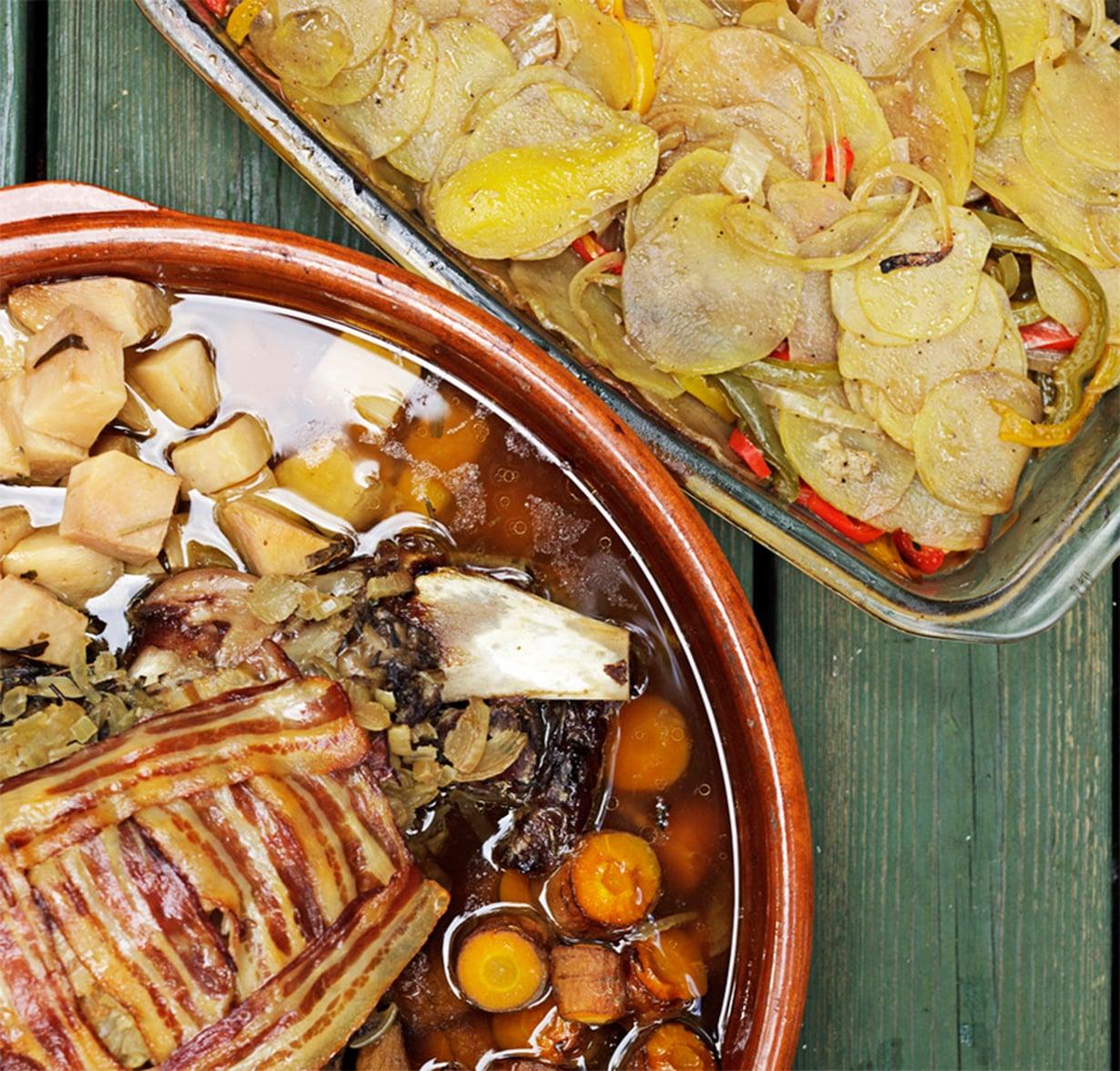 Uunissa haudutetut perunat ovat hyvä lisäke esimerkiksi lihapadalle.