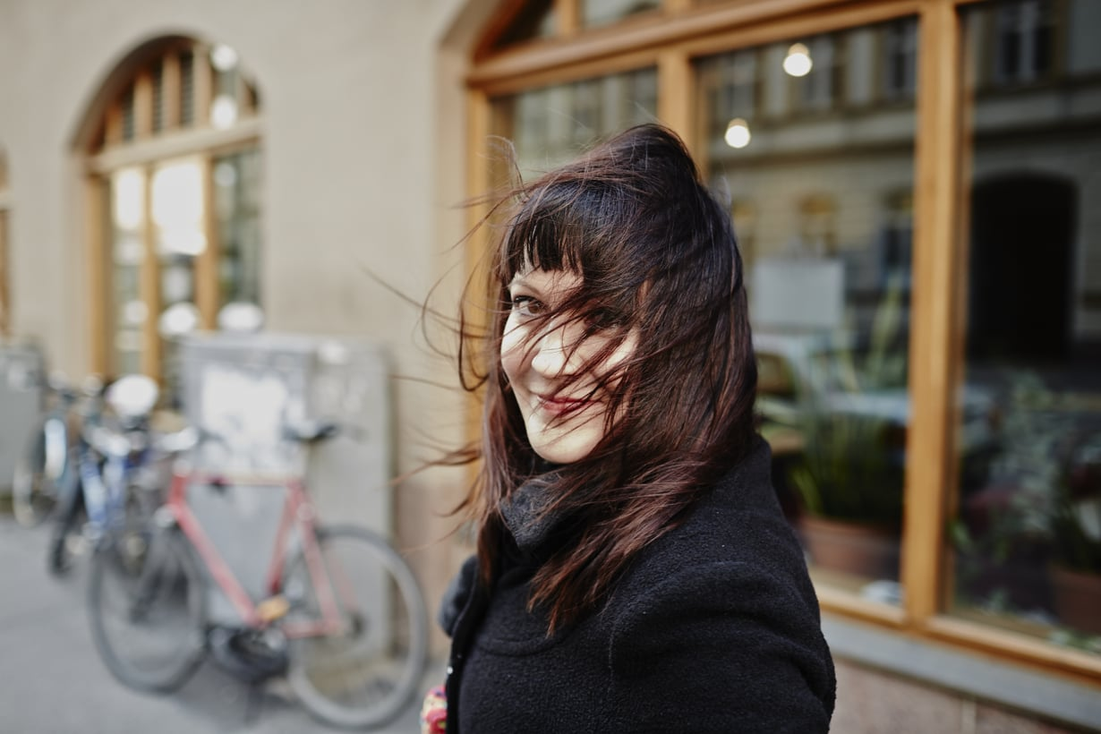 Näyttelijä ja laulaja Vuokko Hovatta asuu Helsingin keskustassa tyttärensä Hertan kanssa.