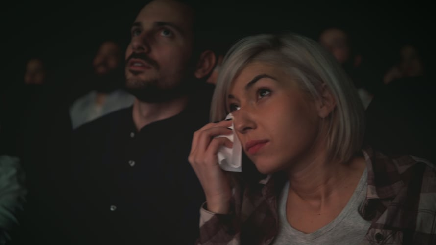 Itkeminen kertoo siitä, että pystyy tuntemaan jotain niin suurta, että se liikuttaa.