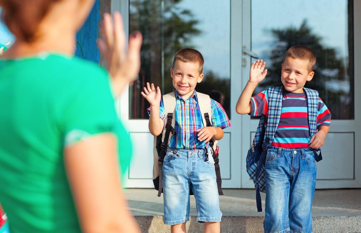 Ennen koulun alkua on hyvä käydä yhdessä katsomassa koulun pihaa ja koulumatkaa. Kaikki se lisää turvallisuuden tunnetta.